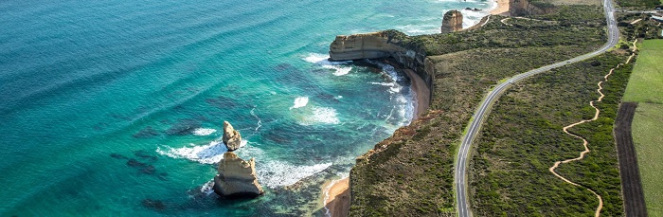 What is the difference between the Great Ocean Road regular and large coach tours?