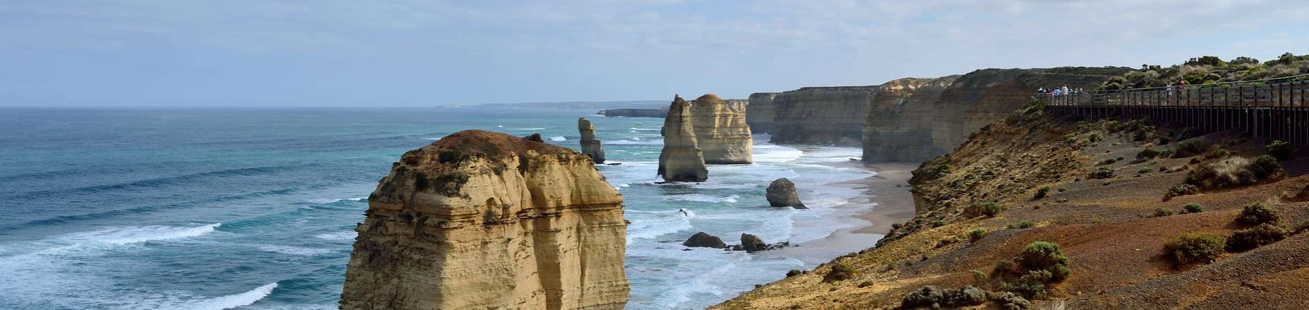 When is the best time to visit the Great Ocean Road?